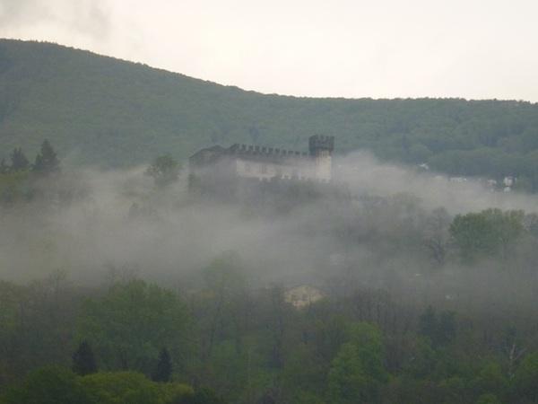 Sasso Corbaro con nubes2