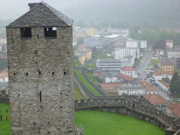 Torre Negra de Castelgrande y murallas