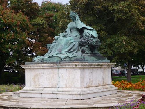 Estatua reina